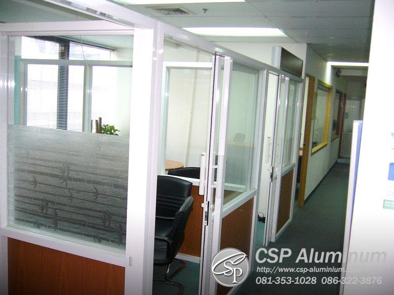 ฉากกั้นกระจกในสำนักงาน