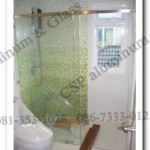 ฉากกั้นอาบน้ำกระจกนิรภัย บานเลื่อน บานเปลือย มือจับสแตนเลส พร้อมฟิตติ้ง เกรด 304 ราคาถูก